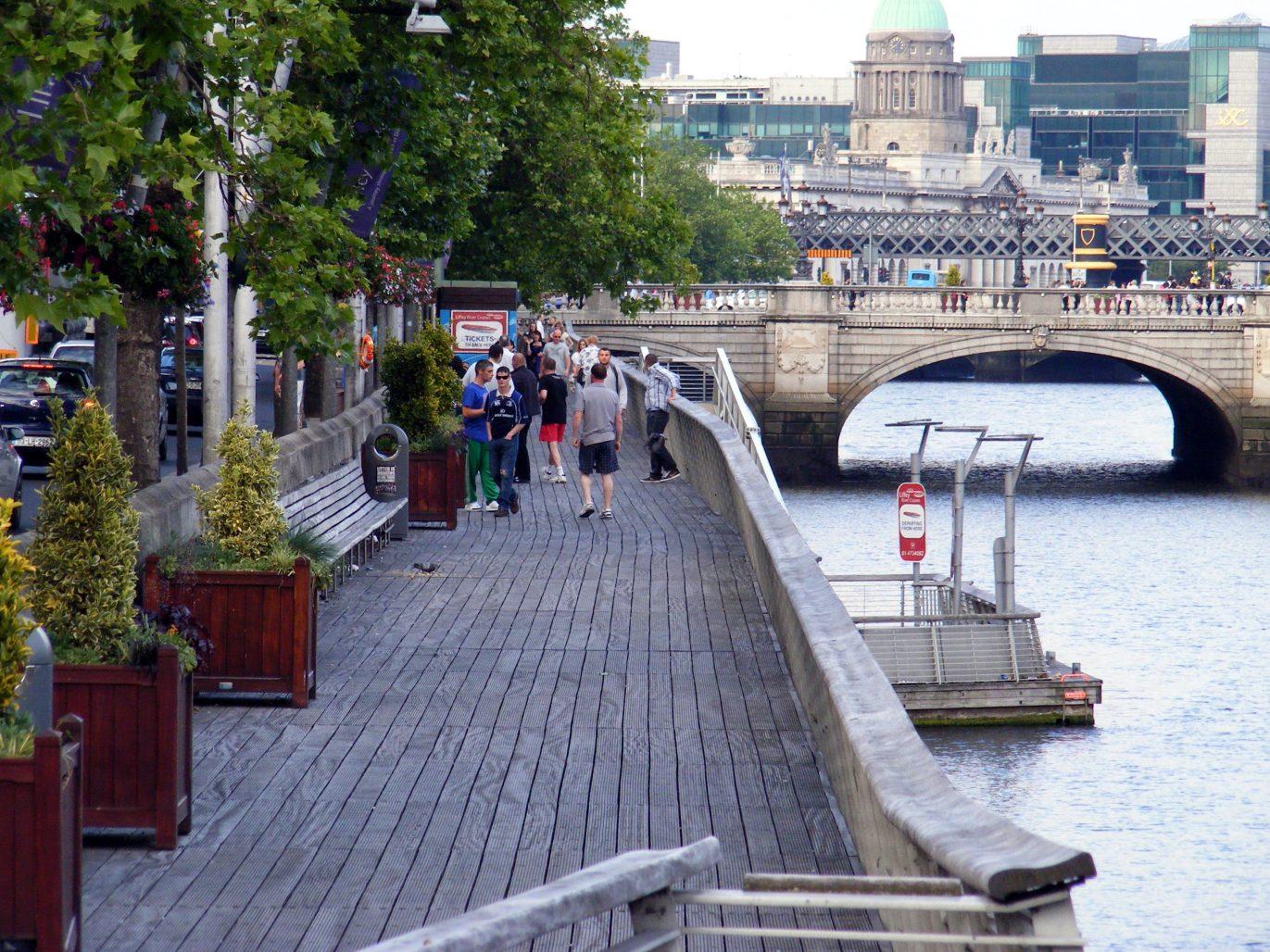 Liffey Boardwalk, from Ha'Penny Bridge